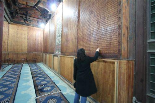 al qur'an terpahat di masjid cina